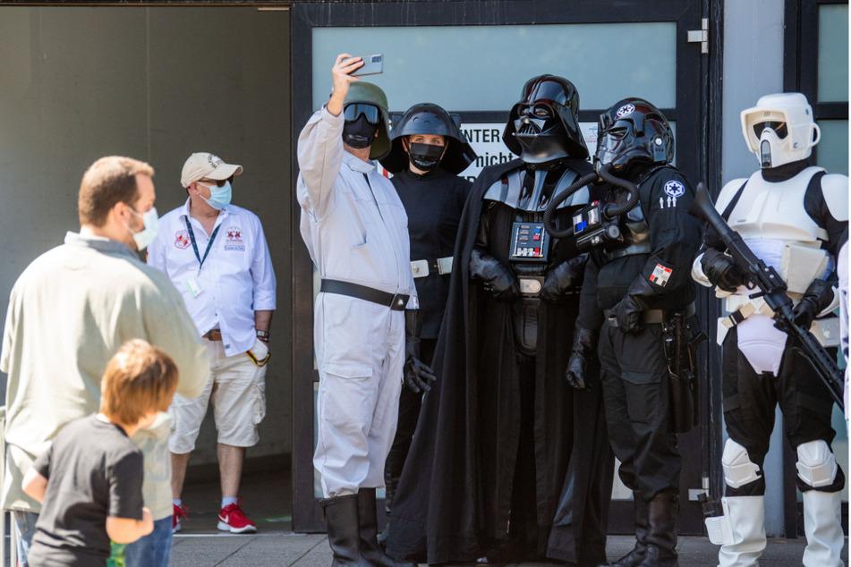 In Duisburg konnten sich Kinder mit Star-Wars-Figuren fotografieren lassen.