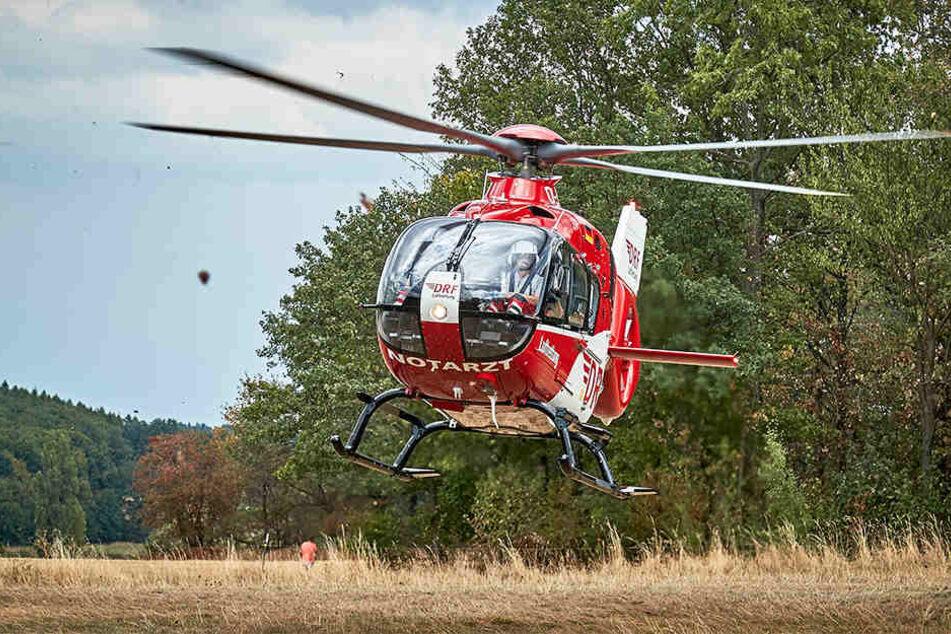 Mit dem Rettungshubschrauber Christoph 38 wurde eine schwerverletzte Person ins Krankenhaus gebracht.