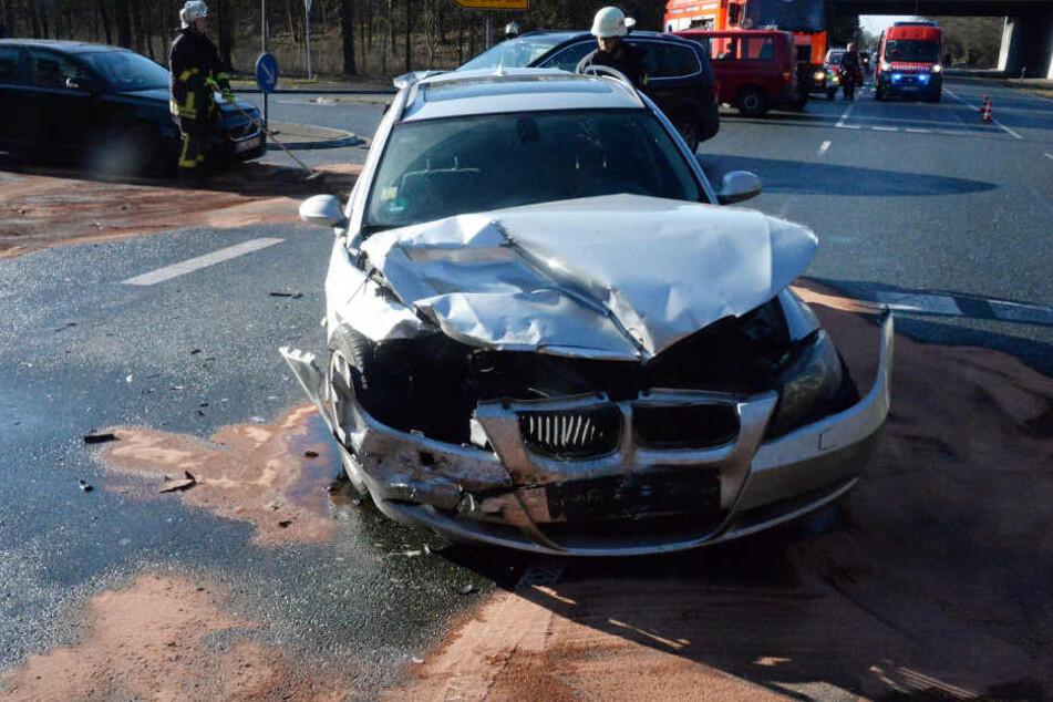 Der BMW krachte beim Abbiegen in einen Seat.
