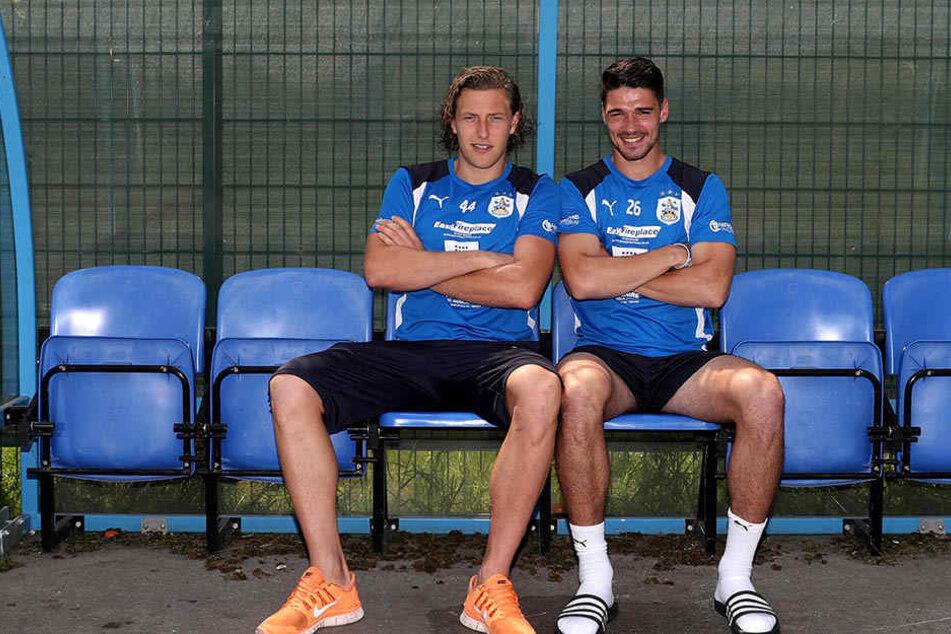"""Michael Hefele (links) und Christopher Schindler sind ein Teil der """"deutschen Fraktion"""" bei Huddersfield Town."""