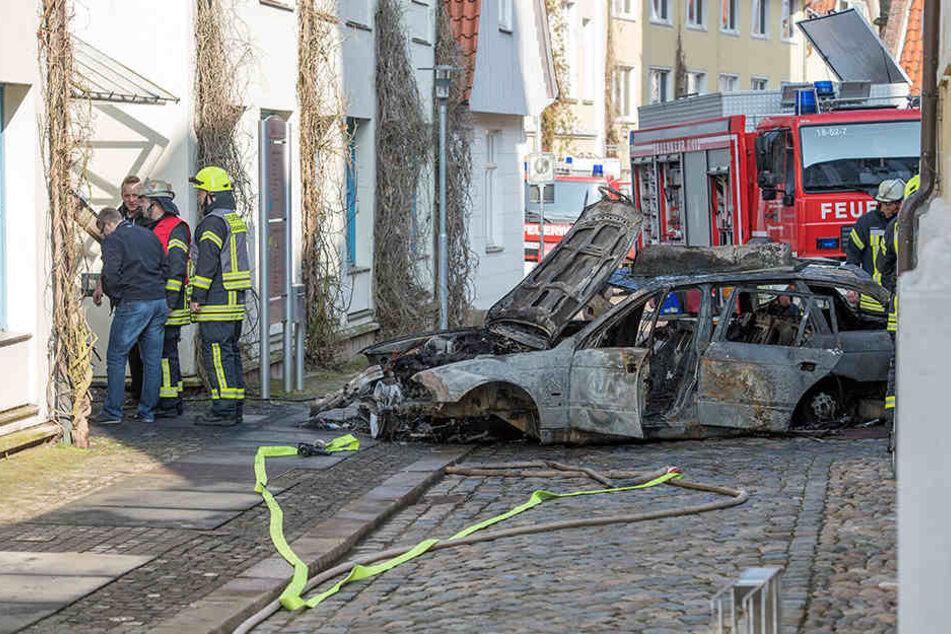 Der Angriff richtete sich laut Polizei vermutlich gegen die Behörde. Ein Terroranschlag wird allerdings ausgeschlossen.