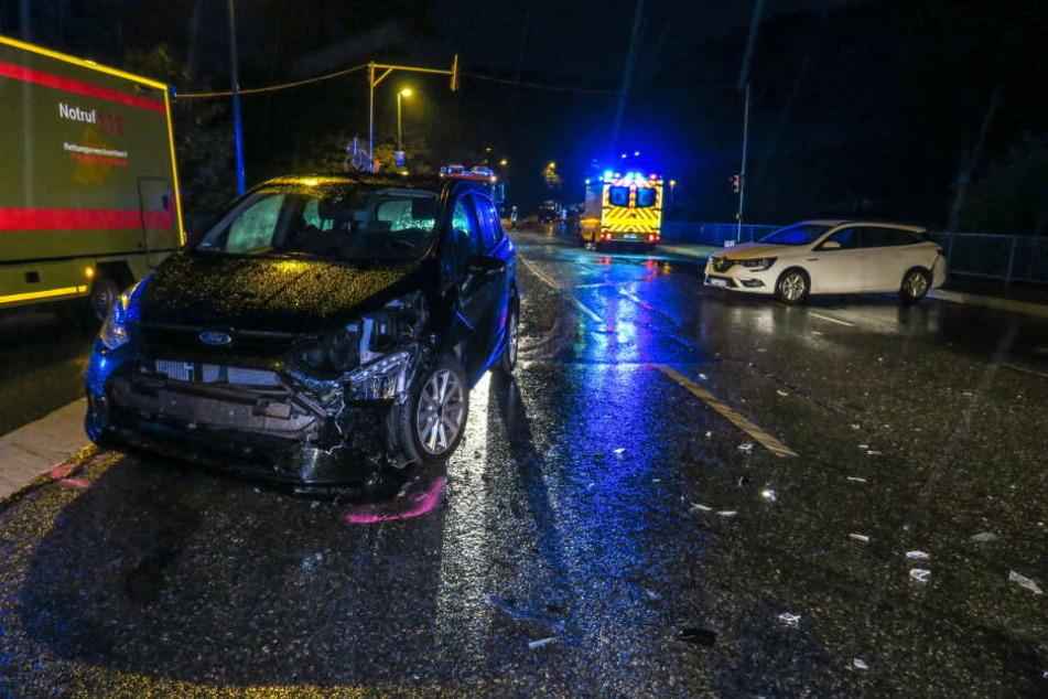 Bei dem Unfall wurde eine Frau verletzt.