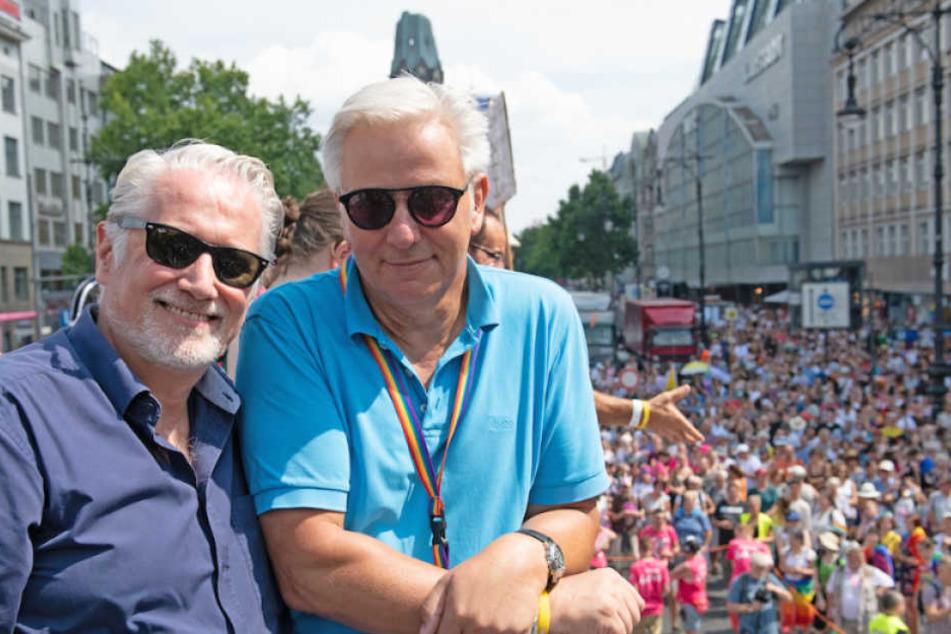 Seit über 25 Jahren ein Paar: Wowi am 28. Juli mit seinem Lebensgefährten Jörn Kubicki (52) beim Berliner CSD.