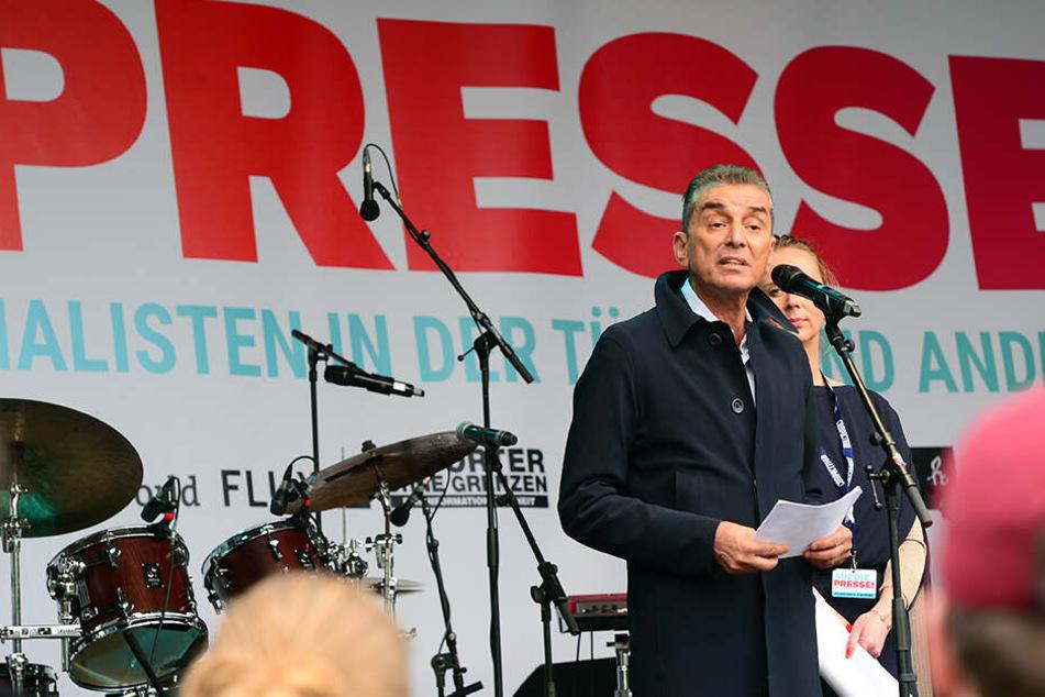 Michel Friedmann fordert die Bundesregierung auf, die Orte mitzuteilen, in denen Juden in Deutschland bedroht werden.