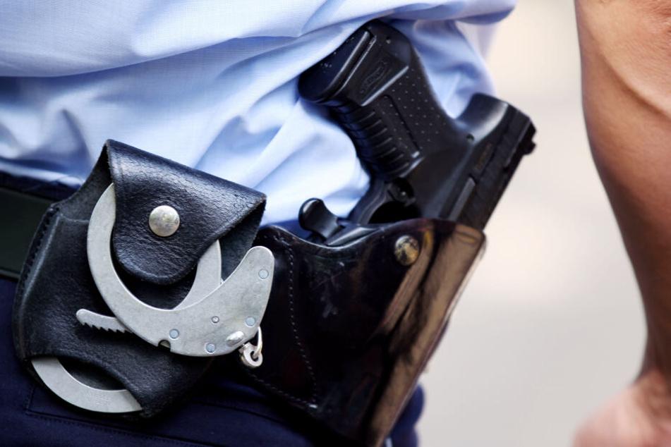 Dieser Bundespolizist trägt seine Pistole noch (Symbolbild).