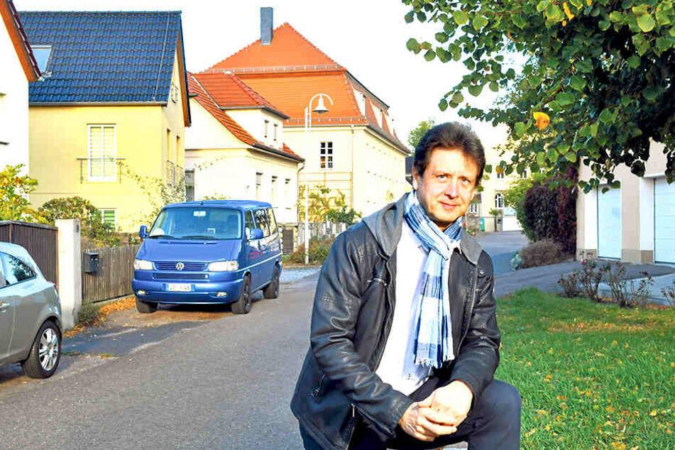 Ordnungsamtsleiter Olaf Lier (58) kam vor ein paar Jahren die Idee, die Häuser um bis zu drei Meter anzuheben.