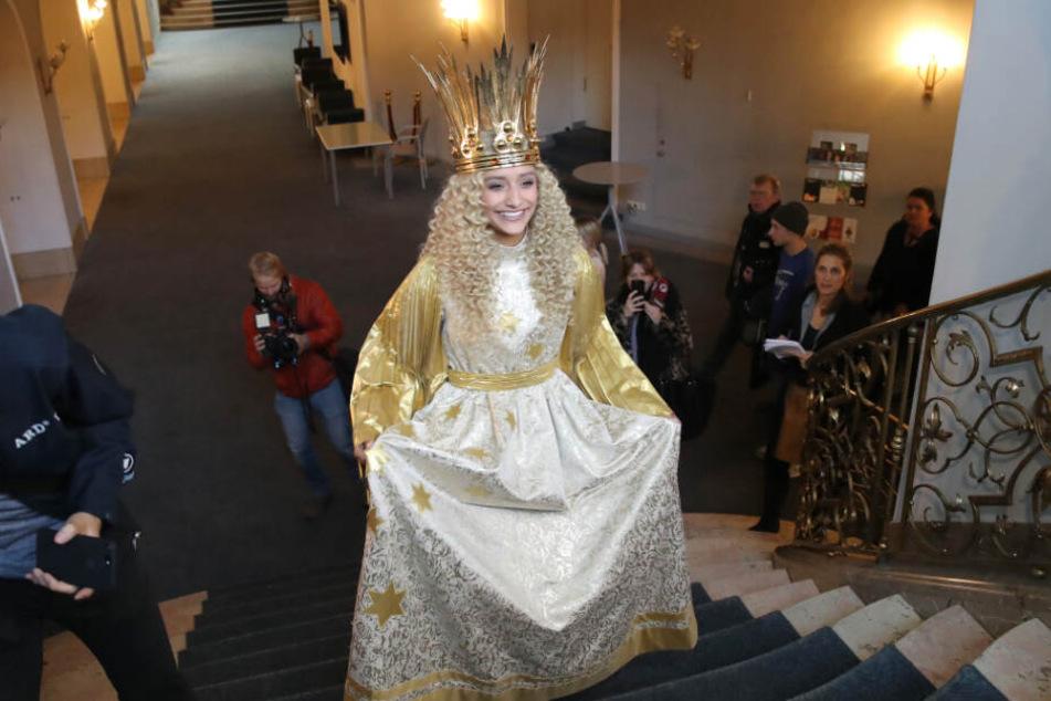 Die 17-jährige wurde für die nächsten zwei Jahre als Christkind gewählt und wird am 29.11. traditionell den Nürnberger Christkindlesmarkt eröffnen.