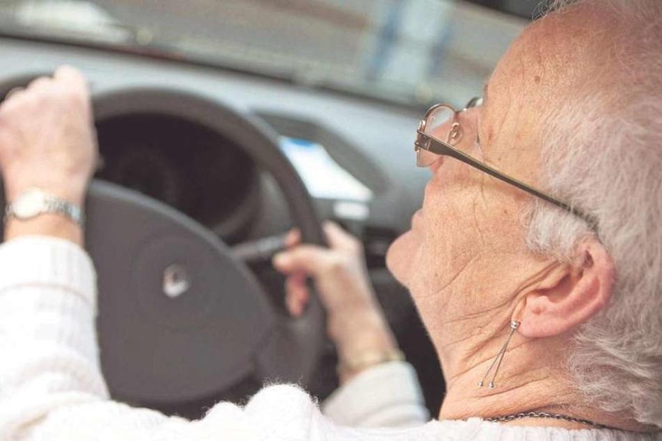 Ganze 15 Prozent Rabatt können Rentner bei ihrer Beerdigung in Japan sparen, wenn sie frühzeitig ihren Führerschein abgeben (Symbolbild).
