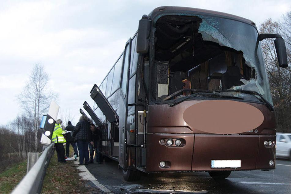 Durch das Feuer entstand am Bus ein Schaden von 100.000 Euro.