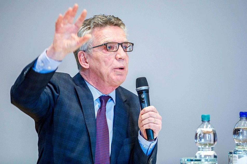 Der scheidende Bundesinnenminister Thomas de Maizière (64, CDU) sprach am Samstag in der Dreikönigskirche in Dresden vor CDU-Mitgliedern zum Koalitionsvertrag.