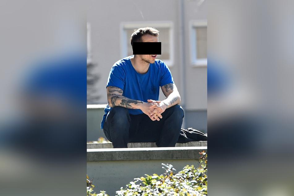 Thomas K. (29) rastete aus, ging auf Ticket-Kontrolleure und Polizisten los.