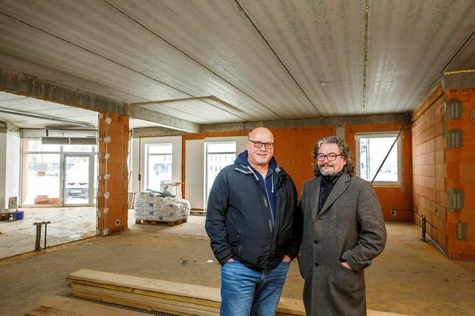 Thomas Michalski (61, l.) und Frank Leichsenring (60) erfüllen sich den Traum ihrer eigenen Whisky-Manufaktur.