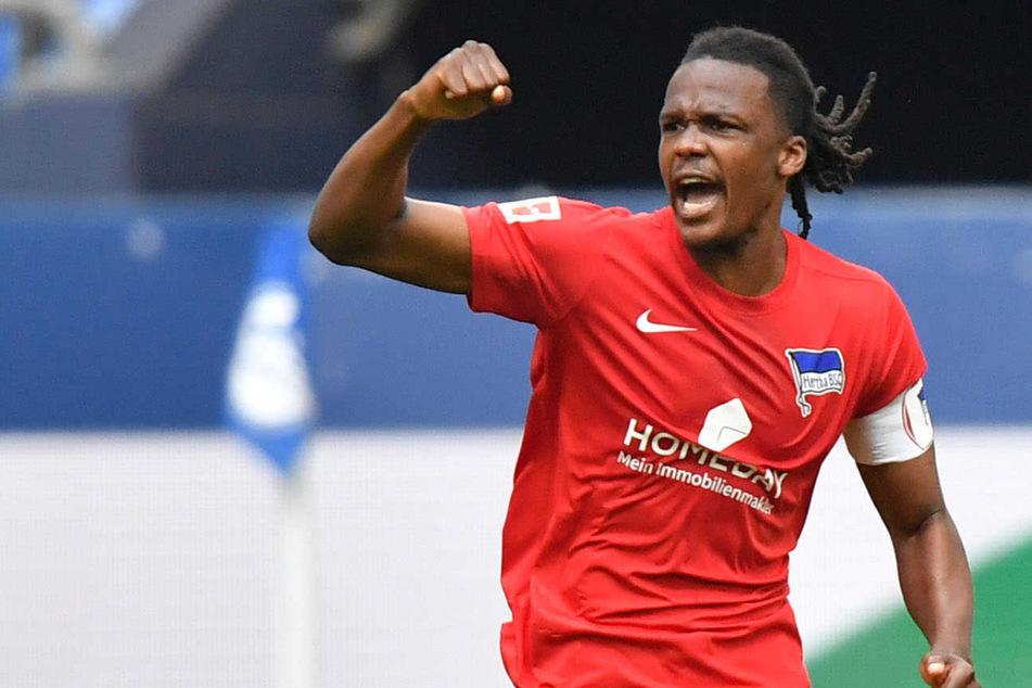 Dedryck Boyata jubelt über seinen Treffer zum zwischenzeitlichen 1:1 beim FC Schalke 04. Mit Autohero hat Hertha einen neuen Hauptsponsor.