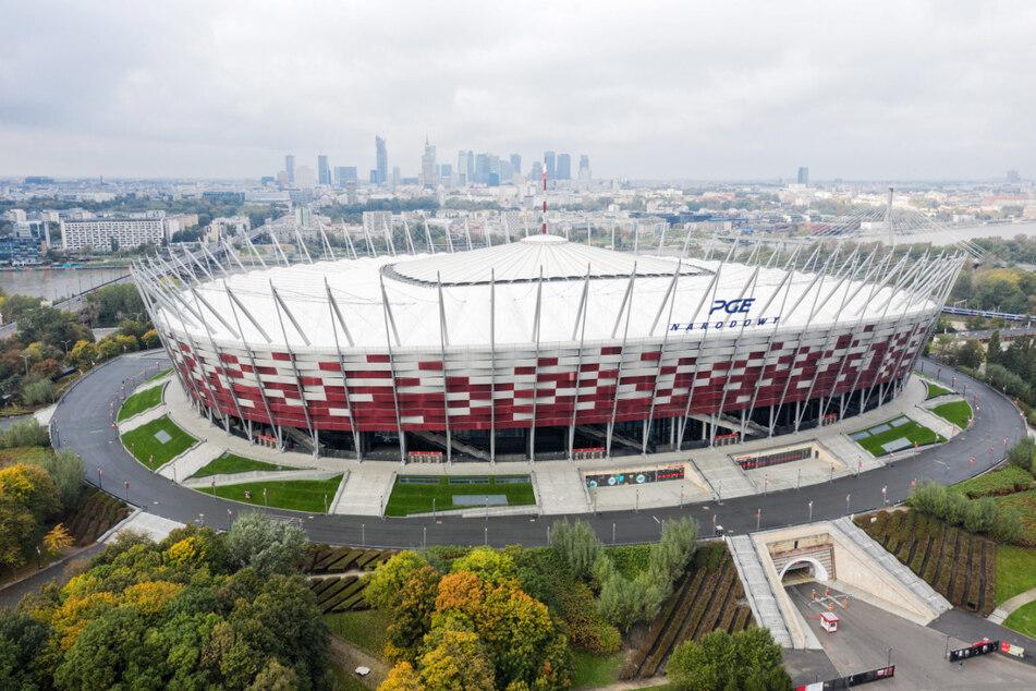 Im Warschauer Nationalstadion soll ein provisorisches Krankenhaus für Corona-Patienten eingerichtet werden. Das Krankenhaus werde im Konferenzraum des Nationalstadions entstehen.