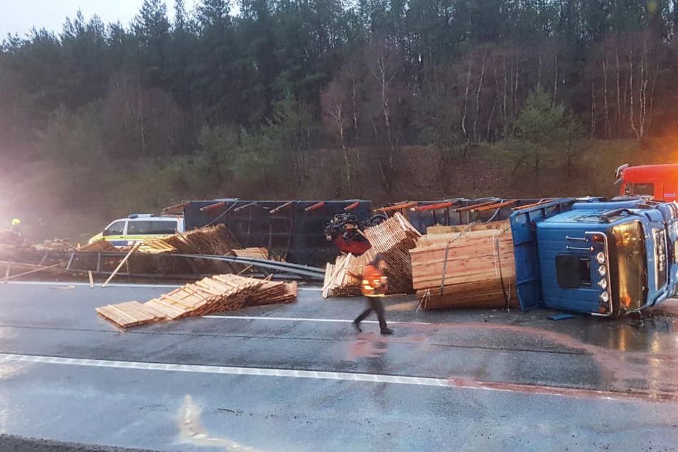 Der verunfallte Lastwagen blockierte beide Fahrtrichtungen der A24 bei Stolpe.
