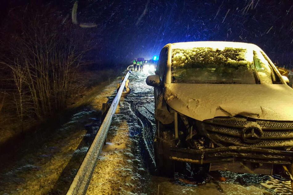 Heftiges Schneetreiben auf der A4 sorgt für schweren Unfall