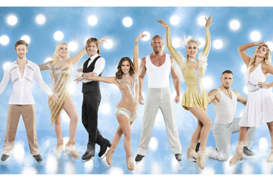 """Die Kandidaten bei """"Dancing on Ice"""": Ausgeschieden in der ersten Show ist Désirée Nick (3.v.r.)."""