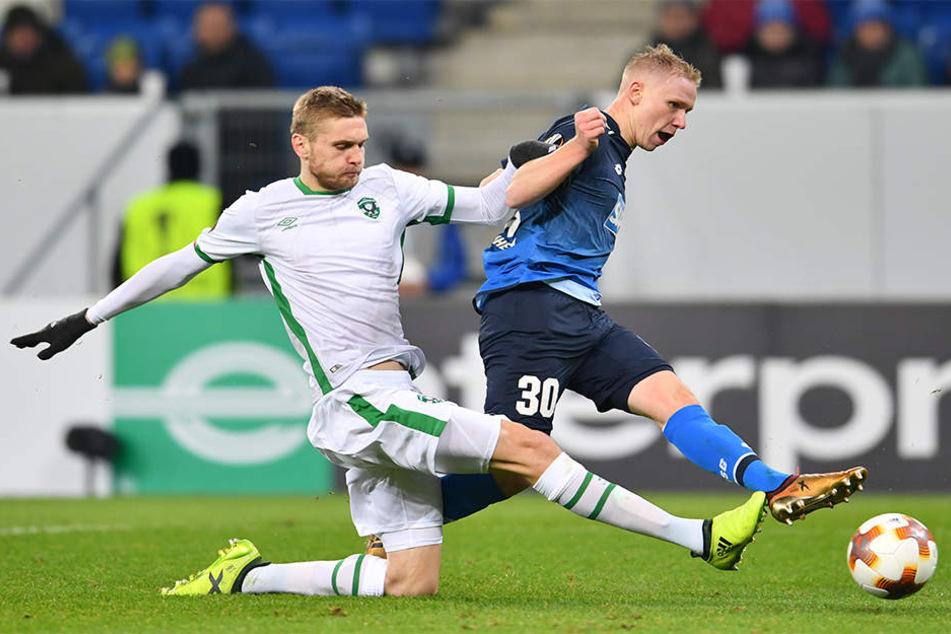 Philipp Ochs (r.) verlängert bei der TSG 1899 Hoffenheim bis 2020 und wird nach Dänemark verliehen.