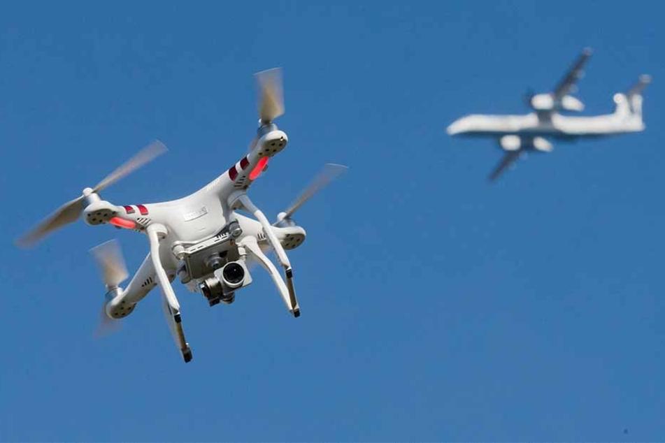 Drohnen stellen für Flugzeuge eine Gefahr dar.