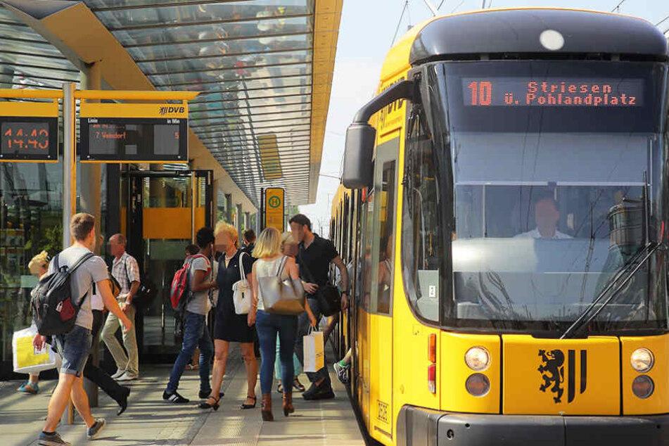 In der Straßenbahnlinie 10 wurde am Mittwochnachmittag eine 13-Jährige belästigt. (Symbolbild)