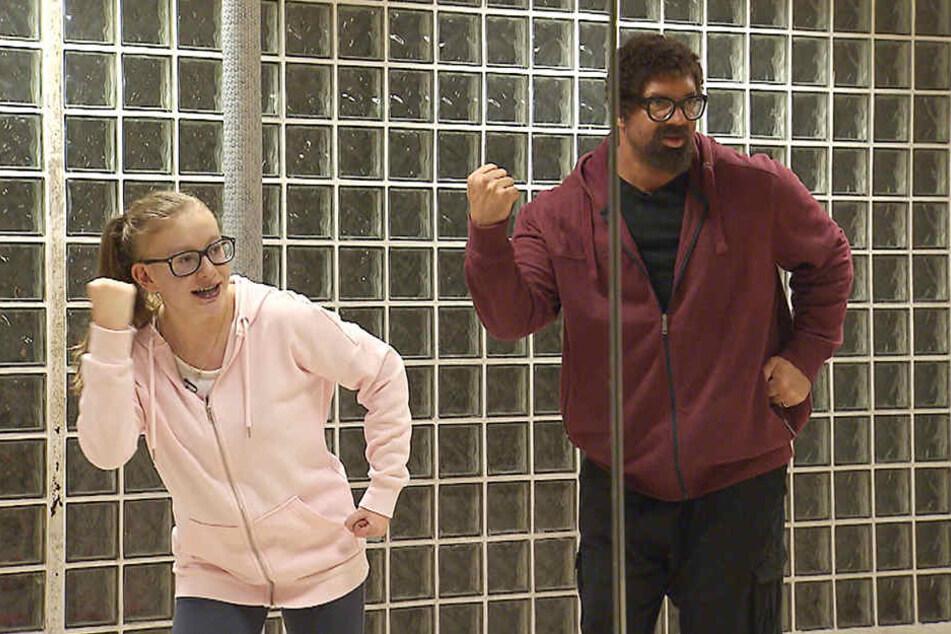 """""""Freddy Klettwitz"""" tanzt mit Emily."""
