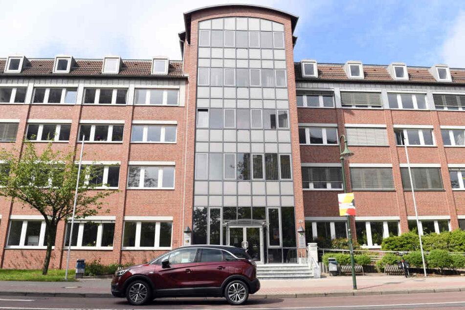 Der Prozess findet am Landgericht Dessau-Roßlau statt.