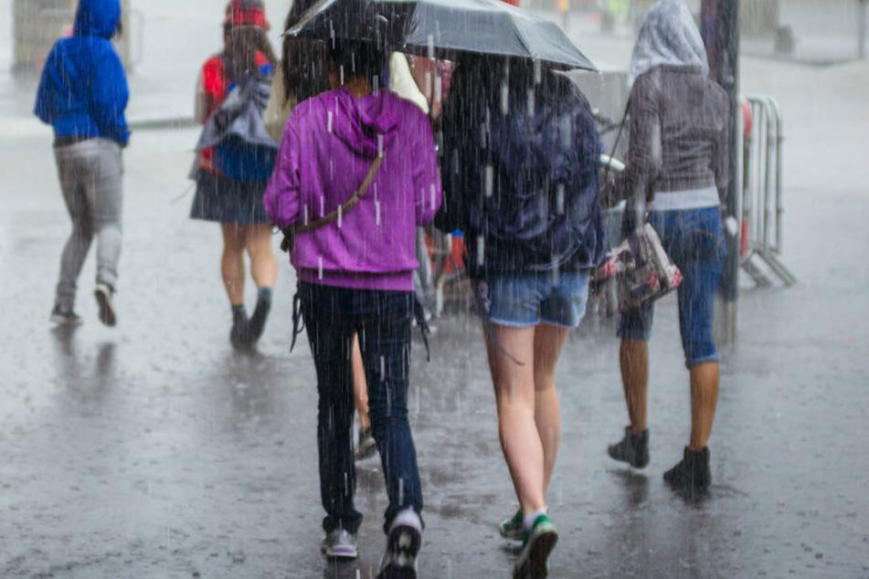 Einige Regionen in Deutschland müssen sich wieder auf viel Regen und sogar Unwetter einstellen.