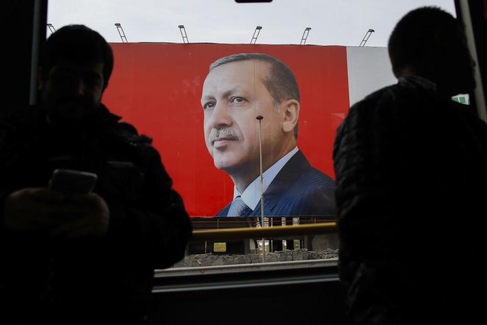 Die Türken stimmten über eine Verfassungsänderung zur Einführung eines Präsidialsystems ab, das Staatspräsident Erdogan mehr Macht verleihen würde.