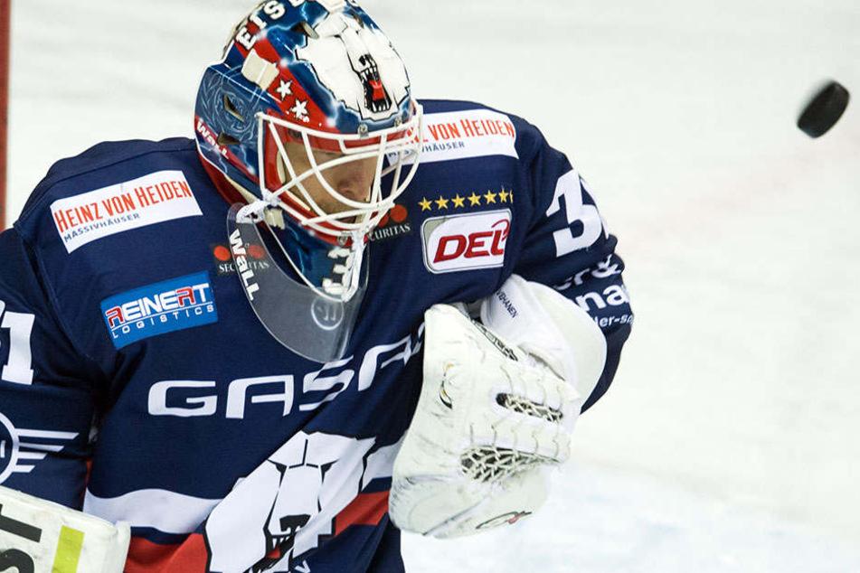 Der Finne Petri Vehanen wird auch weiterhin als Keeper für die Eisbären tätig sein.