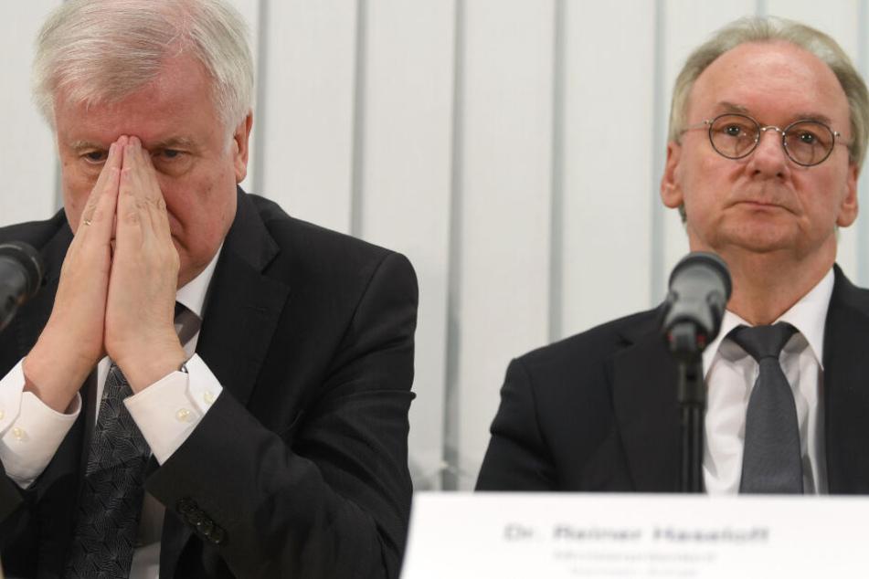Bundesinnenminister Horst Seehofer und Sachsen-Anhalts Ministerpräsident Reiner Haseloff bei einer Pressekonferenz in Halle (Saale).