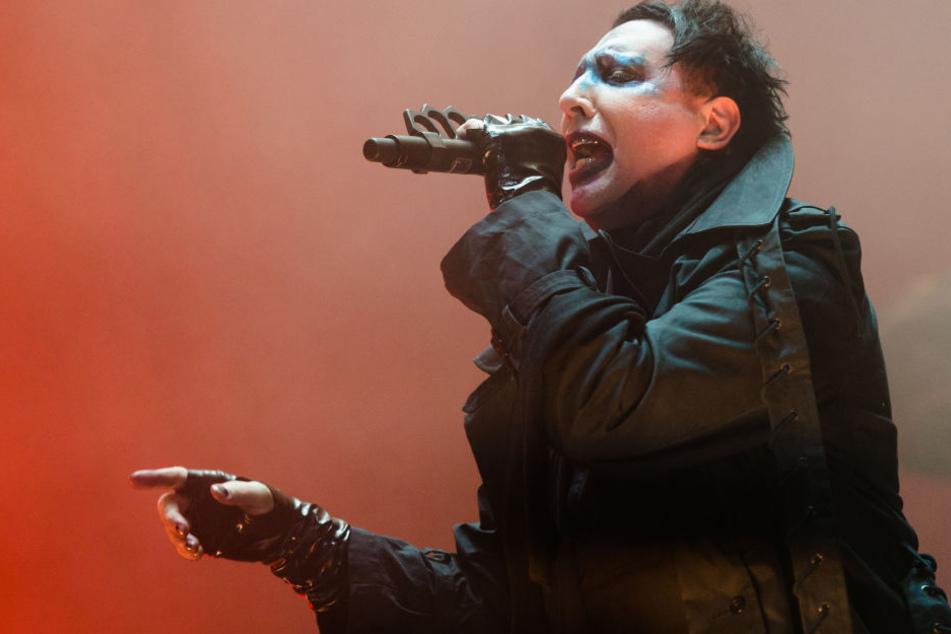 Der Sänger wurde verletzt in eine Klinik gebracht.