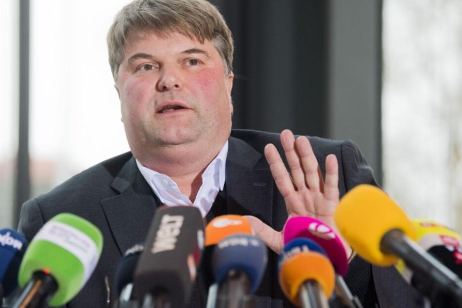 Landrat Tjark Bartels muss sich am Donnerstag den Fragen der Abgeordneten stellen.