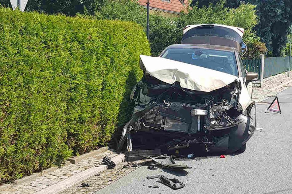 Der Renault erlitt einen Totalschaden!