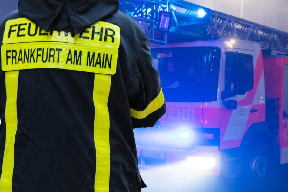 Mehrfamilienhaus in Frankfurt in Flammen: Feuer verursacht hohen Schaden