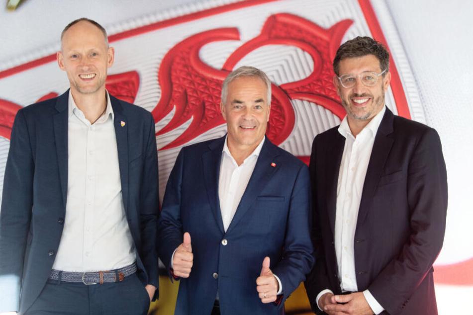 Christian Riethmüller, Wolf-Dietrich Erhard und Claus Vogt stehen vor einer Pressekonferenz zusammen. (v.l.n.r.)