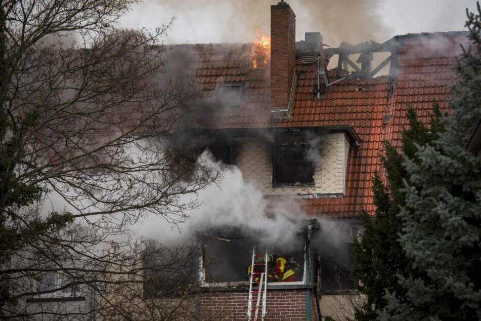 Das Feuer breitete sich im ganzen Haus aus.