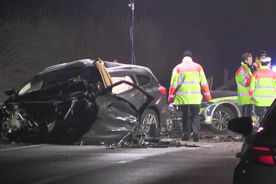 Die beiden Fahrer starben noch an der Unfallstelle.