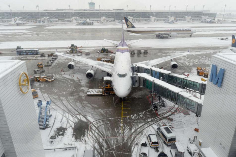 Einige Flüge am Flughafen München verspäteten sich aufgrund des winterlichen Wetters. (Symbolbild)