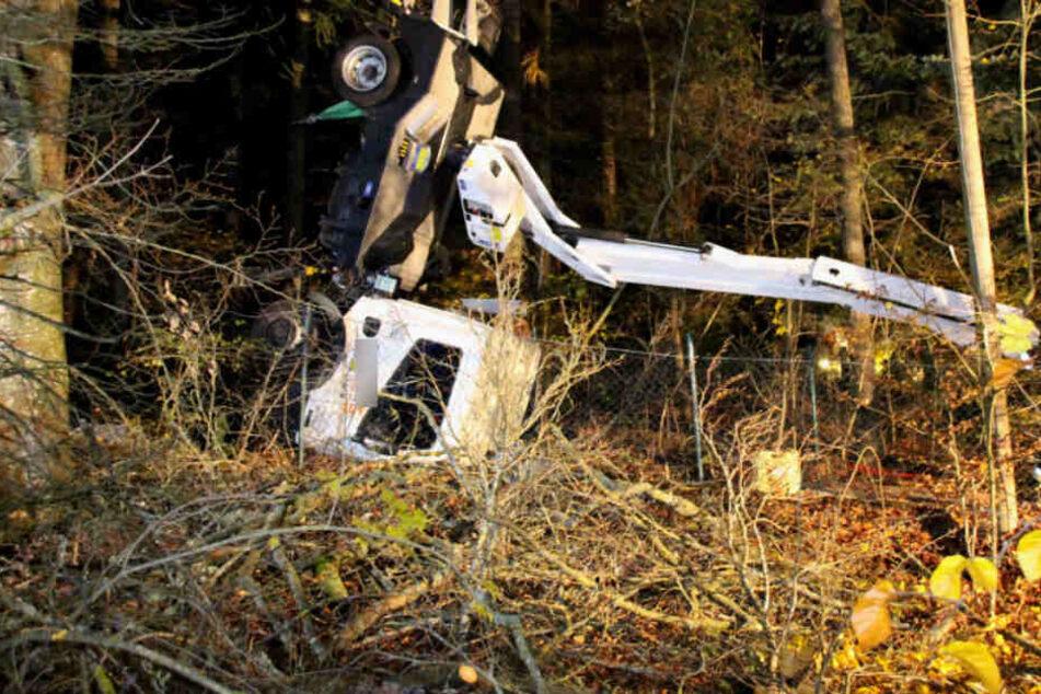 Tragischer Arbeitsunfall: Rutschiger Untergrund wird Männern zum Verhängnis