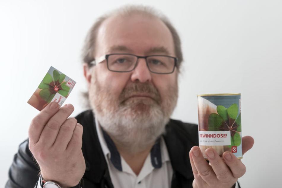 """""""Sinnloser Müll"""": Stadtrat Thomas Scherzberg (57, Linke) ärgert sich über die Kaufland-Gewinnspieldose."""