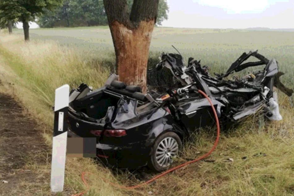 In diesem Alfa Romeo starb am Montagmorgen eine 42-jährige Frau in Frohburg bei Leipzig.