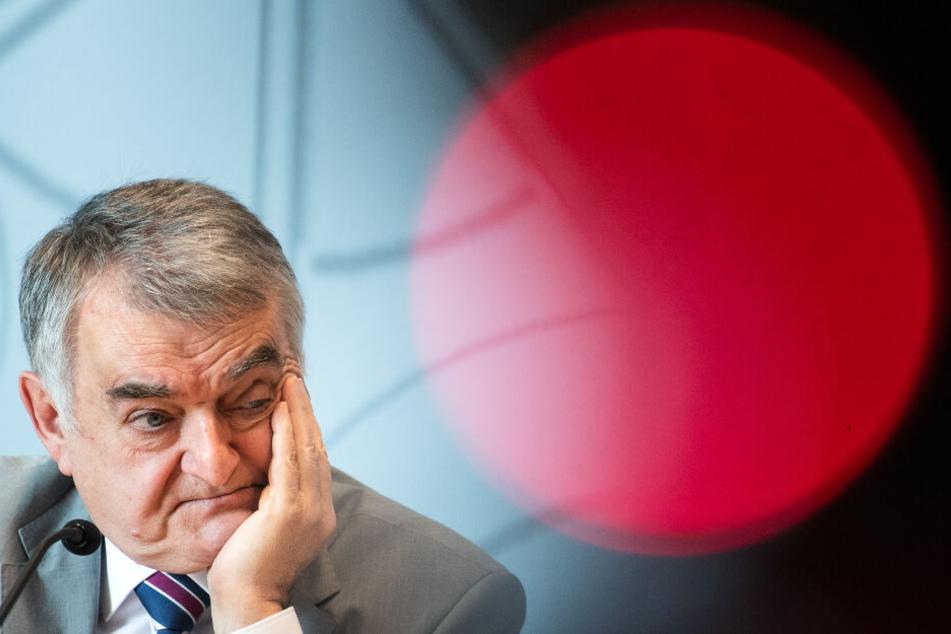 NRW-Innenminister Herbert Reul (67) hat seine Aussage zu Gesprächen mit RWE korrigiert (Archivbild).