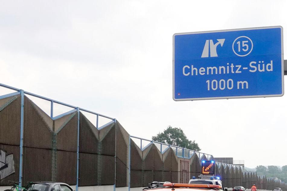 Auf der A72 im Bereich Chemnitz-Süd fuhr ein Audi in Schlangenlinien und baute mehrere Unfälle. (Archivbild)