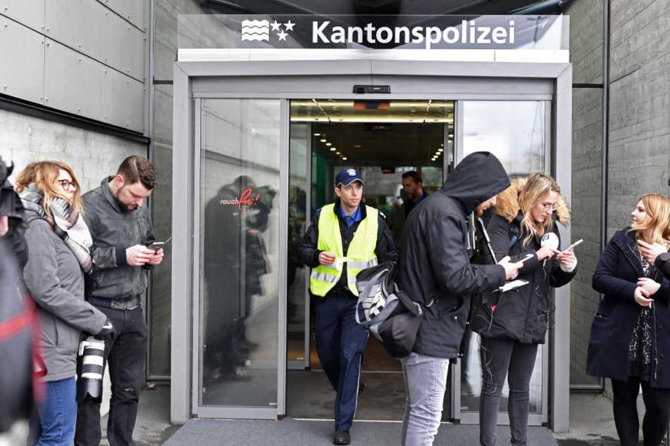 Im Gebäude der Schweizer Kantonspolizei wurde ein provisorischer Gerichtssaal eingerichtet.