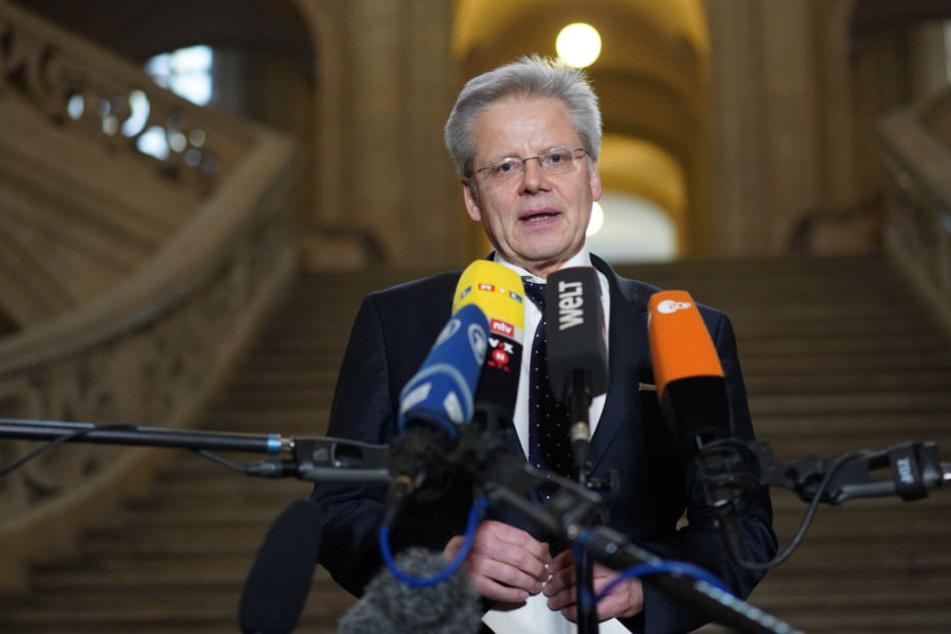 Der Pressesprecher der Berliner Staatsanwaltschaft Martin Steltner spricht vor der Presse.