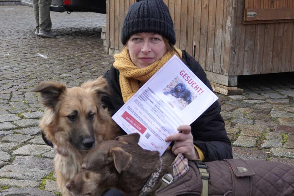Susann Liedtke sucht mit Flugblättern nach Lotta.