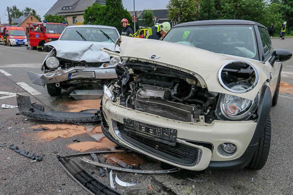 Im Sommer stießen an der Stelle ein BMW und ein VW zusammen, die Fahrerinnen wurden verletzt. (Archivbild)
