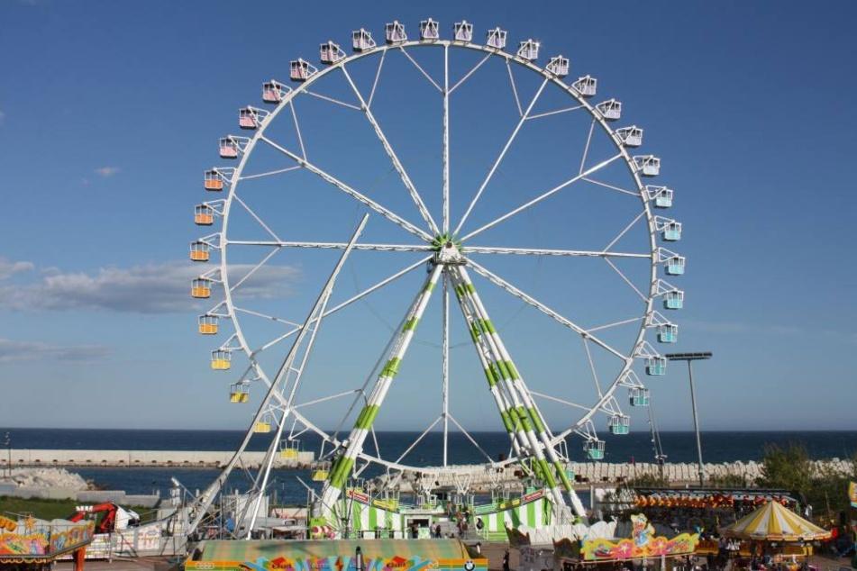 Der Arbeiter stürzte aus einer Höhe von 25 Metern vom Riesenrad. (Symbolbild)