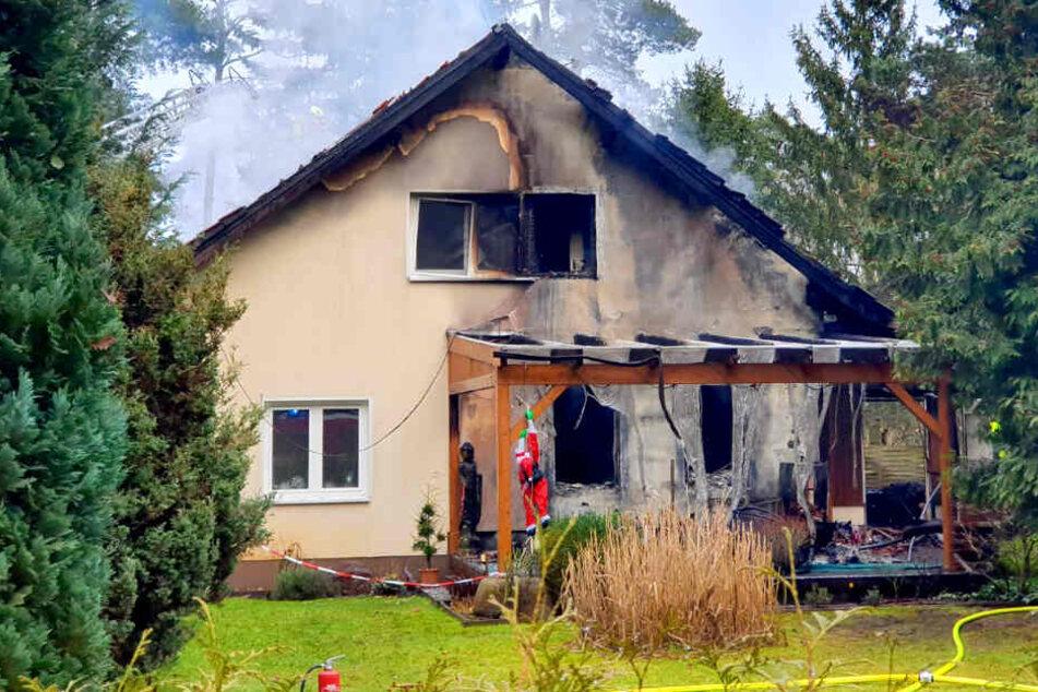 Haus geht in Flammen auf: Mit Menschen darin?