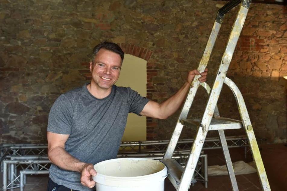 Pächter Torsten Hähnel (46) hat bis zur Eröffnung in reichlich vier Wochen  noch alle Hände voll zu tun. 200.000 Euro steckt er in den Umbau.